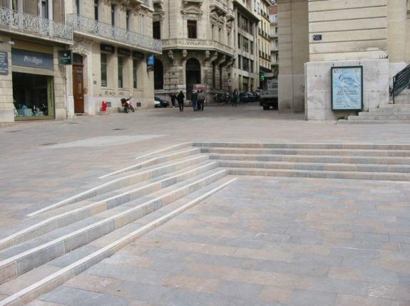 Place du théâtre à Toulon