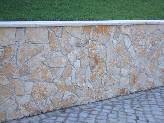 Mur placage fin et joints mortier
